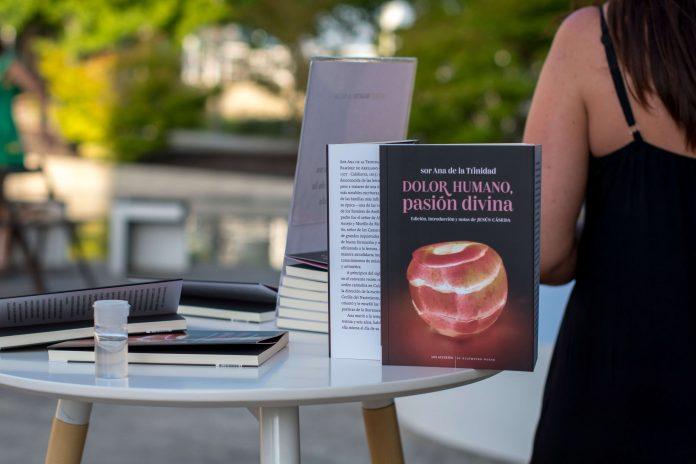 """Presentación del poemario """"Pasión humana, dolor divino"""
