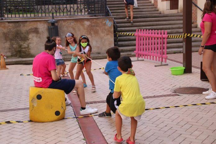 Juegos infantiles plaza Juan Apillani