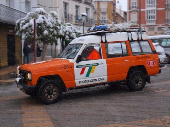 coche de protección civil nieve