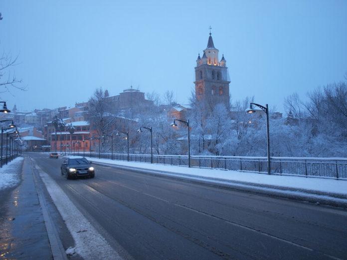 catedral y puente nevados