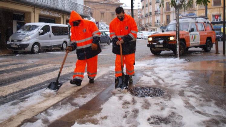 limpieza de nieve en paso de peatones