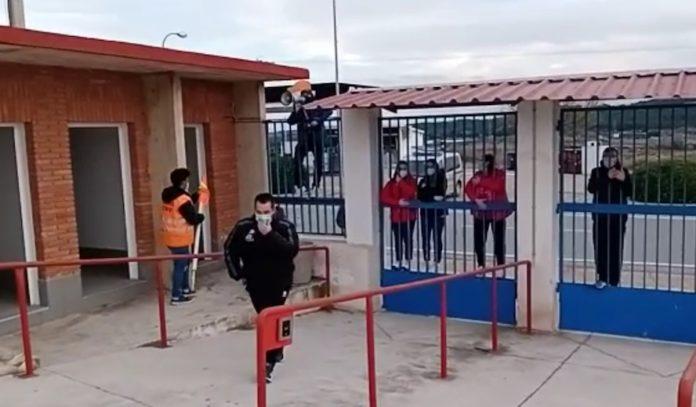 Diego Martinez saluda Héctor