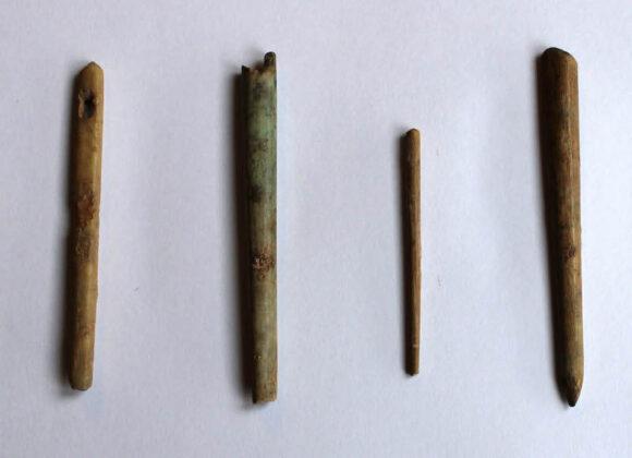 agujas de hueso cloaca romana copia