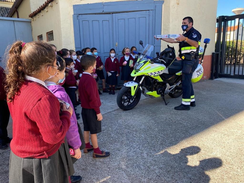 charlas Policía Local colegios 3.jpeg