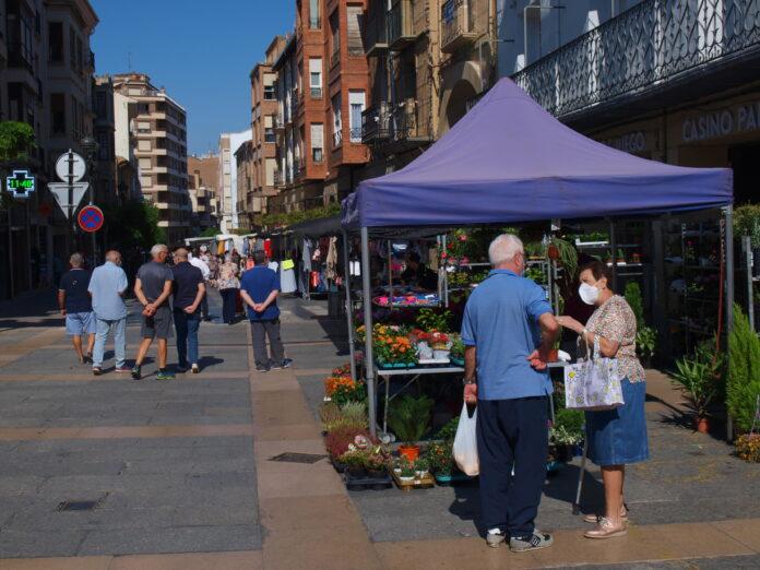 Tradicional mercado del jueves en la calle Grande