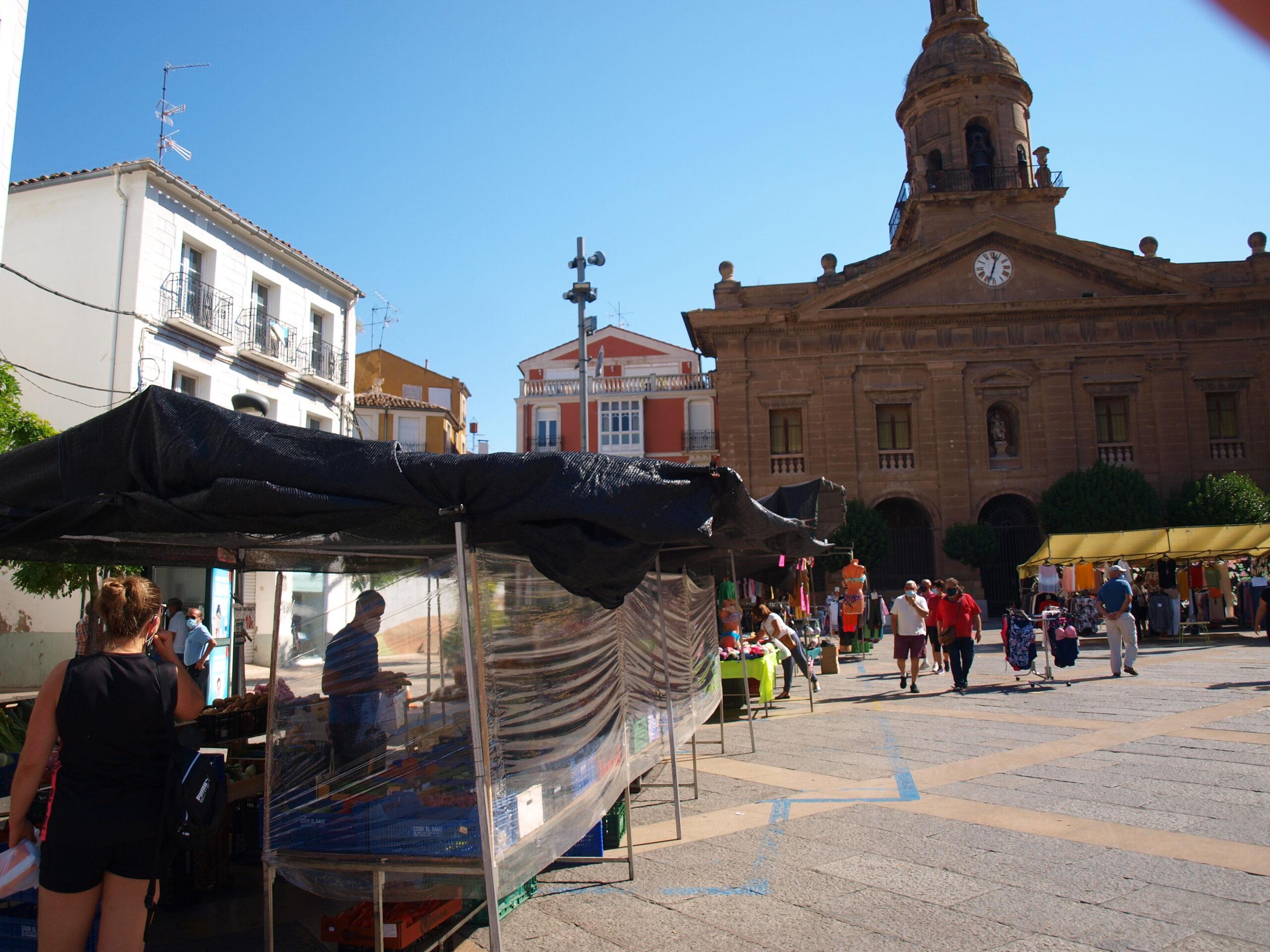 Tradicional mercado del jueves en el Raso